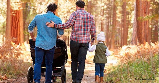 """Les termes """"mère"""" et """"père"""" seront supprimés dans les écoles en raison de familles homoparentales"""