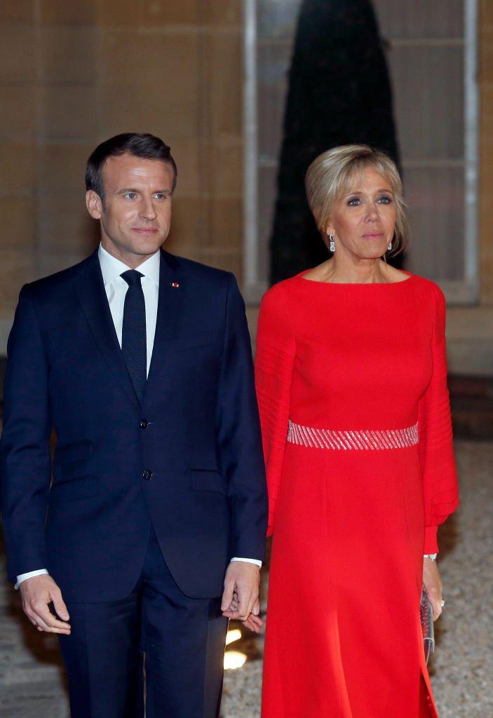 Emmanuel et Brigitte Macron attendent le président chinois Xi Jinping sur le parvis du palais présidentiel, le 25 mars 2019. Photo : Getty Images