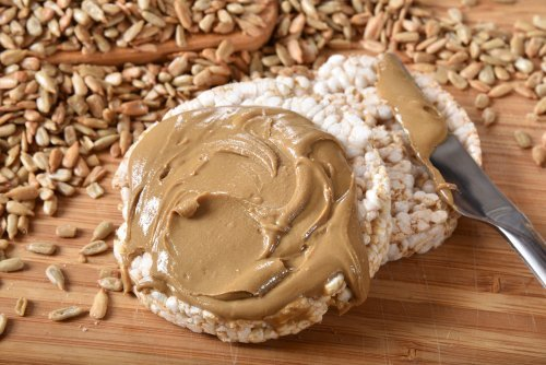 Organic brown rice cakes with healty organic sunflower seed butter. | Source: Shutterstock