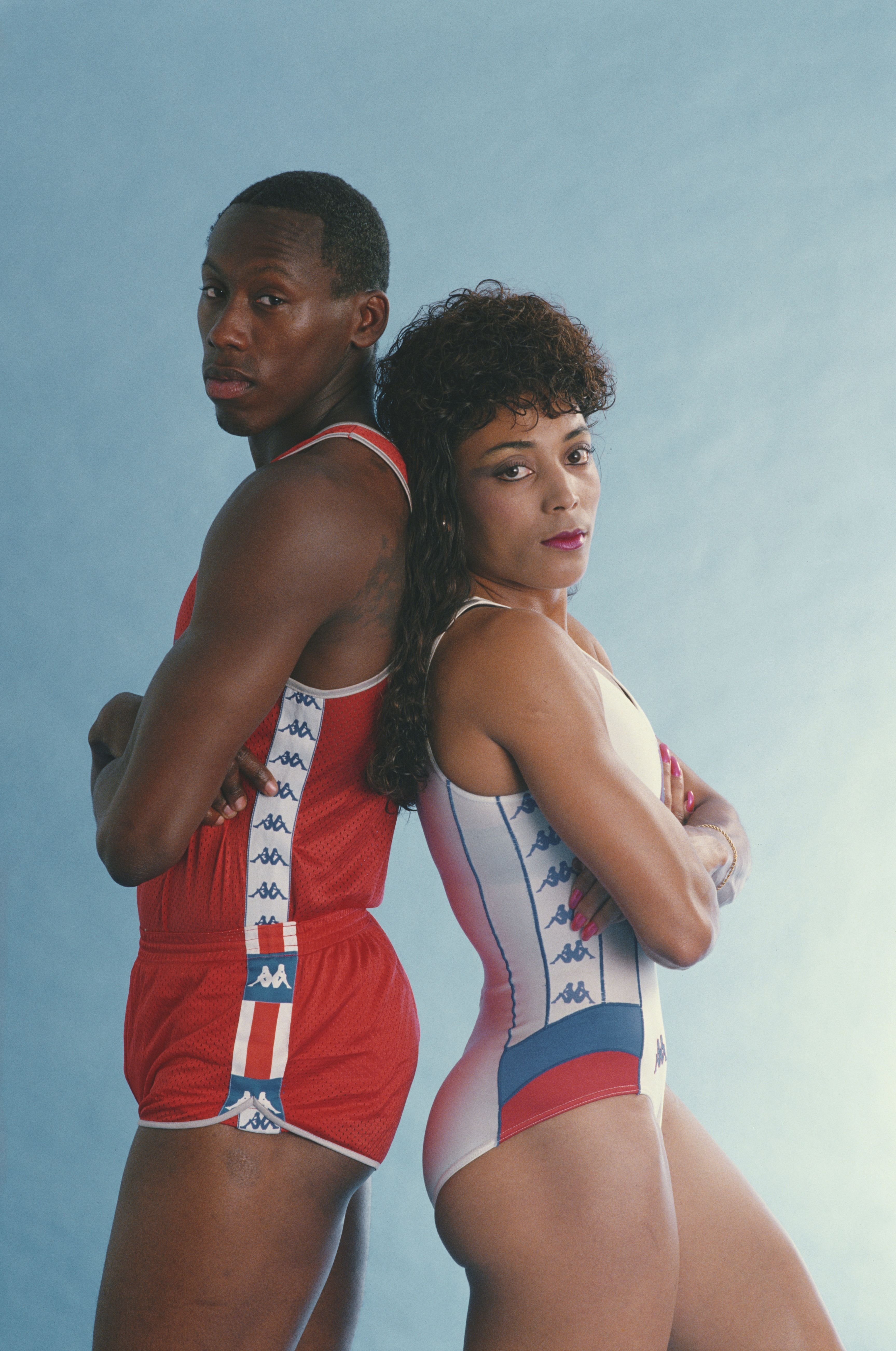 Florence Joyner poses for a portrait with Al Joyner in Los Angeles on April 5, 1988. | Photo: Getty Images