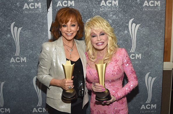 Reba McEntire and Dolly Parton at the Ryman Auditorium on August 23, 2017 in Nashville, Tennessee. | Photo: Getty Images