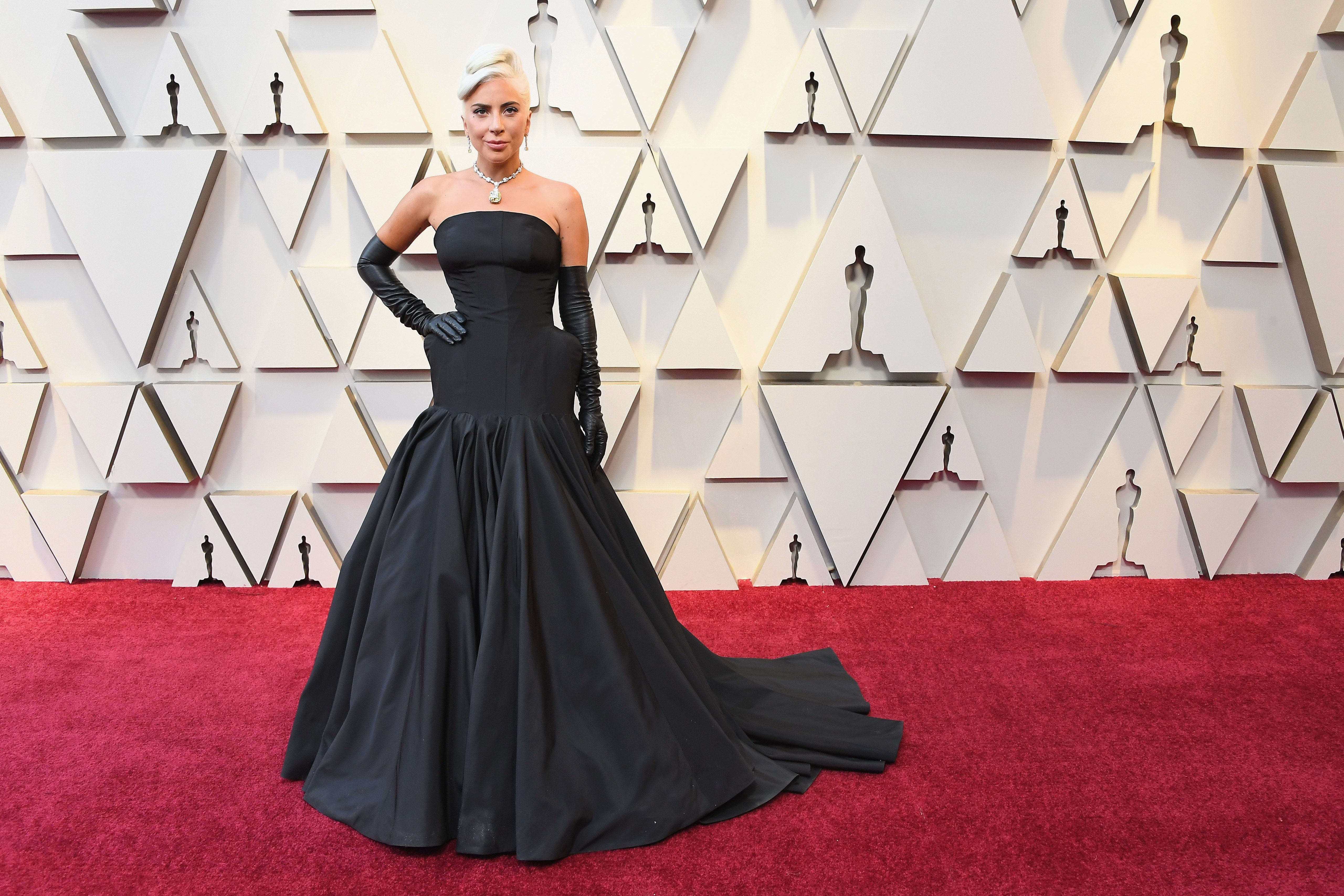 Lady Gaga in a  dramatic black gown at the 2019 oscars | Photo: Getty Images