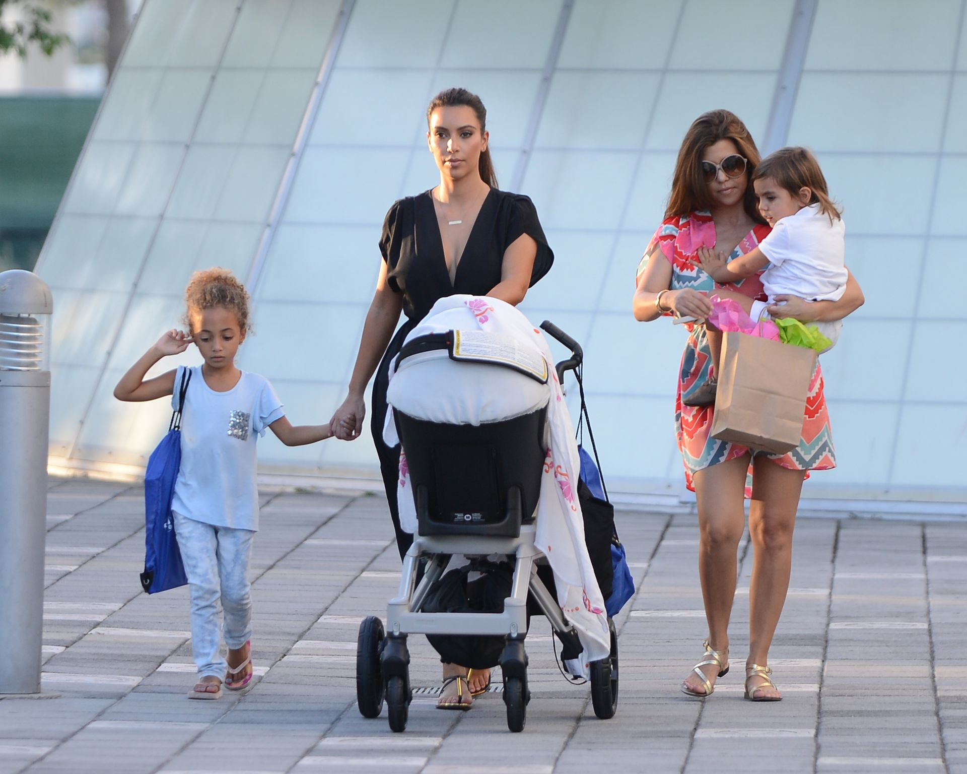 Kim and Kourtney Kardashian with their kids going to the Miami Children's Museum on October 3, 2012 in Miami. | Photo: Getty Images