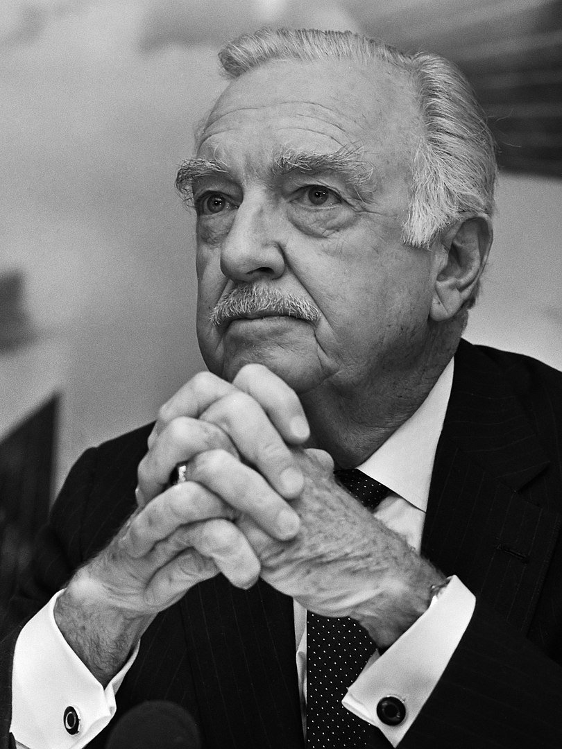 Walter Cronkite circa October 1985 | Source: Wikimedia Commons
