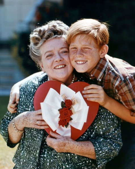 Frances Bavier and Ron Howard pose cheek to cheek in a portrait, circa 1960.   Photo: Getty Images