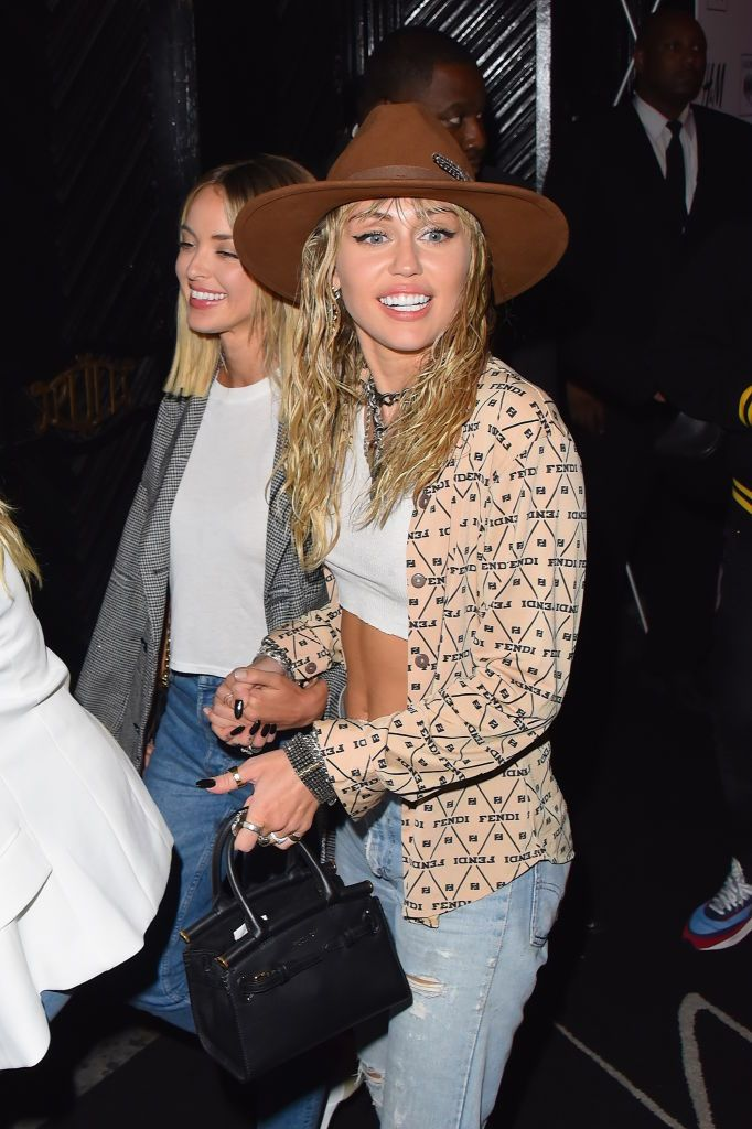 Kaitlynn Carter and Miley Cyrus in Manhattan on August 26, 2019, in New York City | Photo: Robert Kamau/GC Images/Getty Images