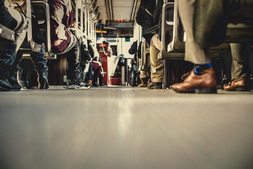 Dans un autobus | Photo : Pixabay