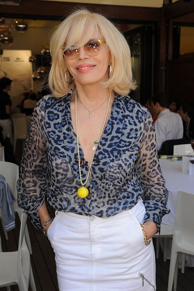 Amanda Lear au village de Roland Garros. | Photo : Getty Images