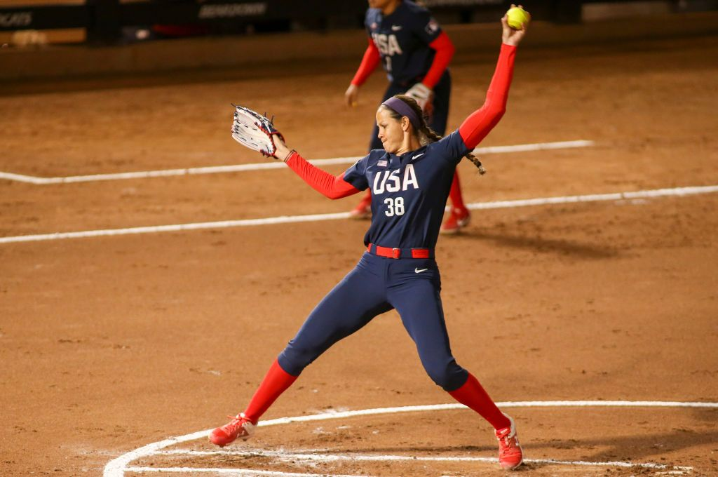 Cat Osterman (38) pitches during an exhibition softball game between the United States and the Arizona Wildcats on February 18, 2020. | Photo: Getty Images