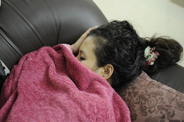 Mujer dormida en el sofá-Imagen tomada de Pxhere