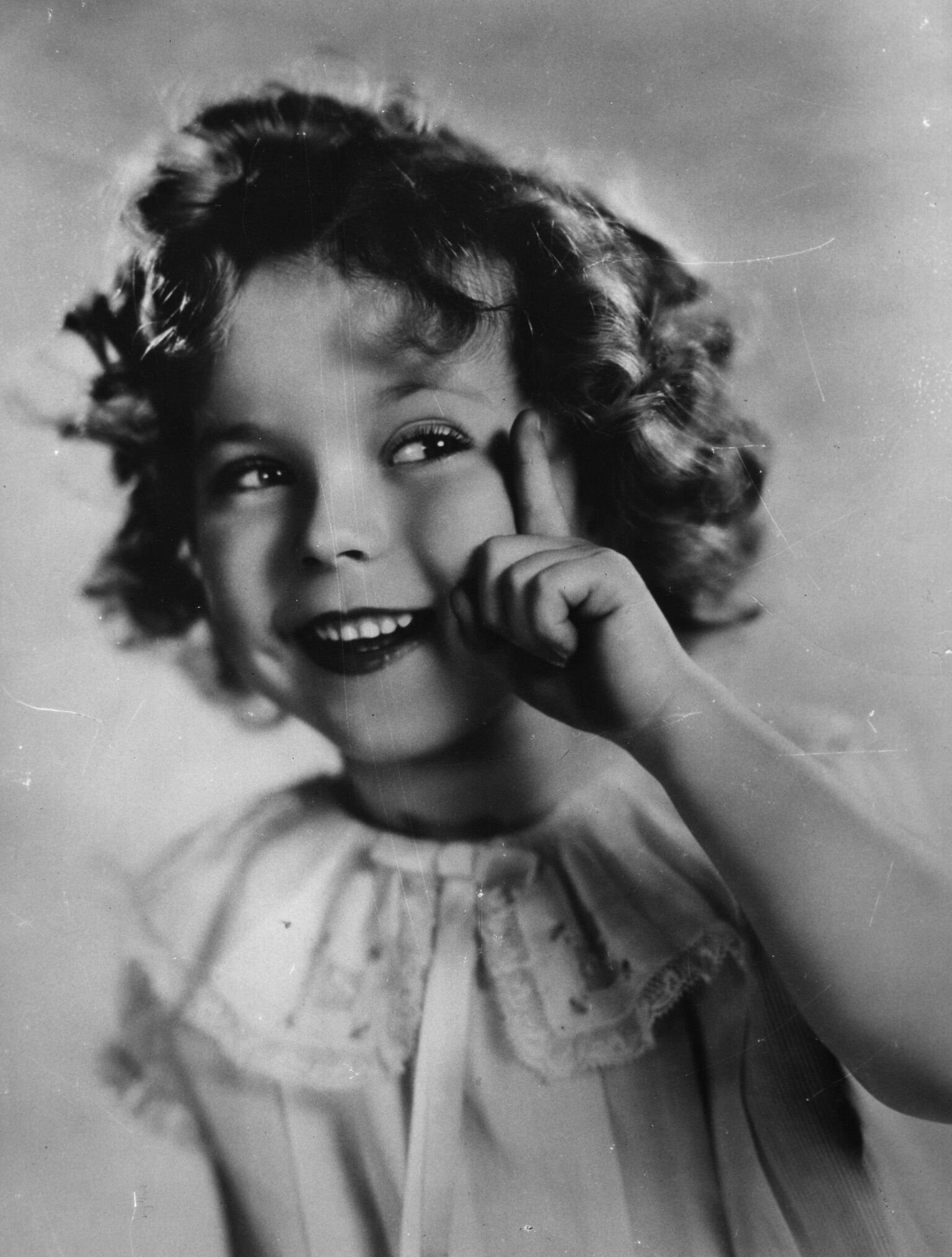 Shirley Temple poses for a picture| Getty Images