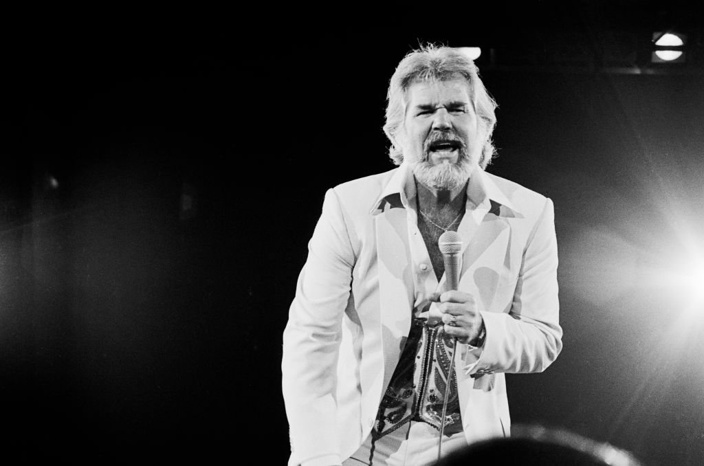 American Country musician Kenny Rogers (1938 - 2020) performs onstage at Nassau Coliseum, Uniondale, New York, September 26, 1980.   Source: Getty Images