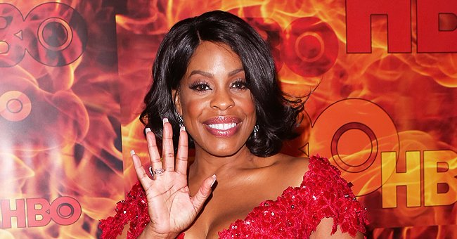 'Claws' Star Niecy Nash Twists Her Curvaceous Figure as She Dances in Ripped Jeans & a Hat