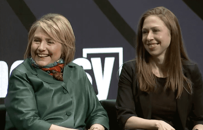 Hillary Clinton and Chelsea Clinton at Chicago Ideas. | Source: Facebook.com/ChicagoIdeasWeek