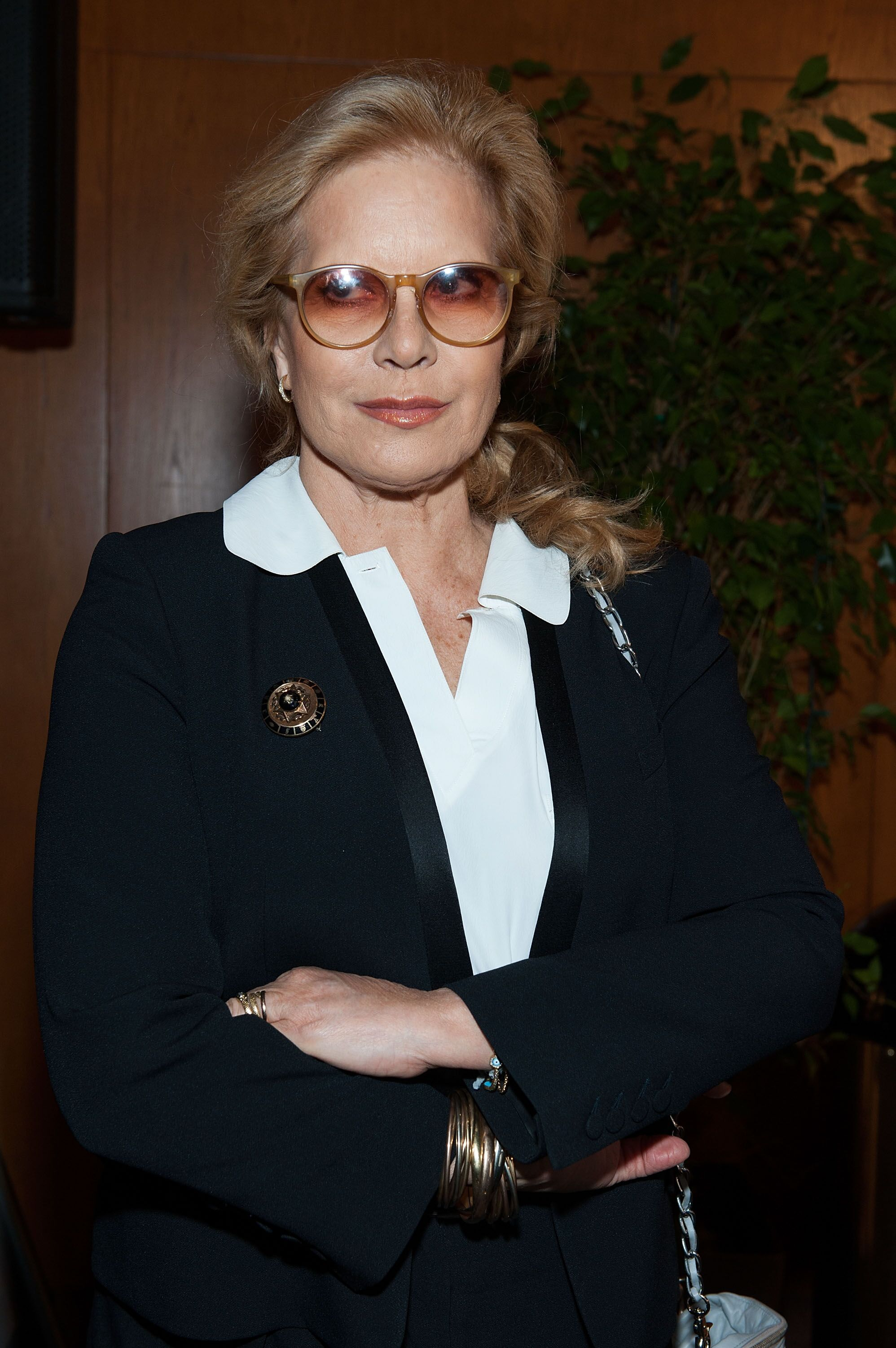 Sylvie Vartan croisant les bras - Photo : Getty Images