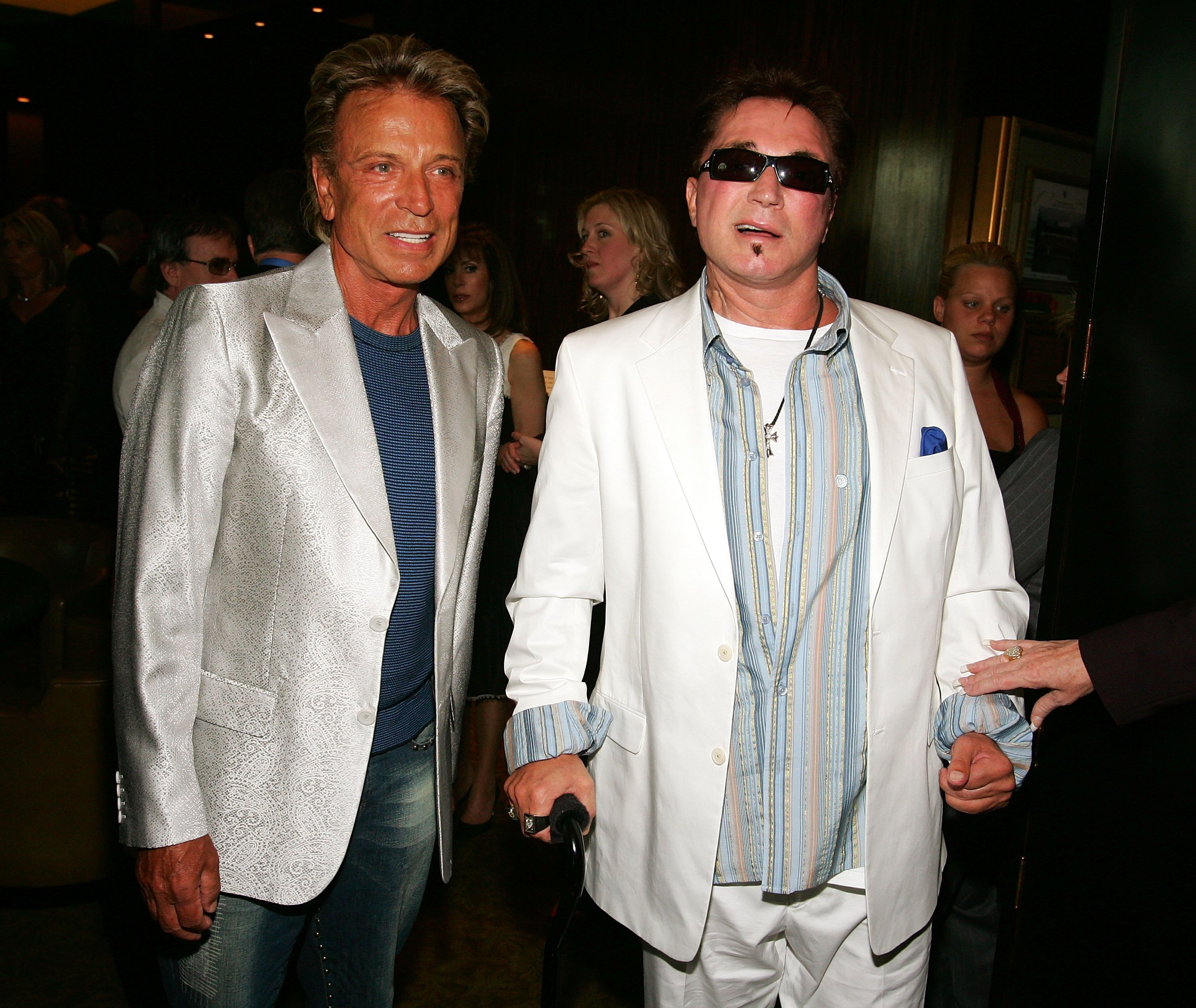 "Siegfried Fischbacher und Roy Horn besuchen am Eröffnungsabend von ""Phantom - The Las Vegas Spectacular"" im Venetian Resort Hotel Casino am 24. Juni 2006 in Las Vegas einen Empfang vor der Show 