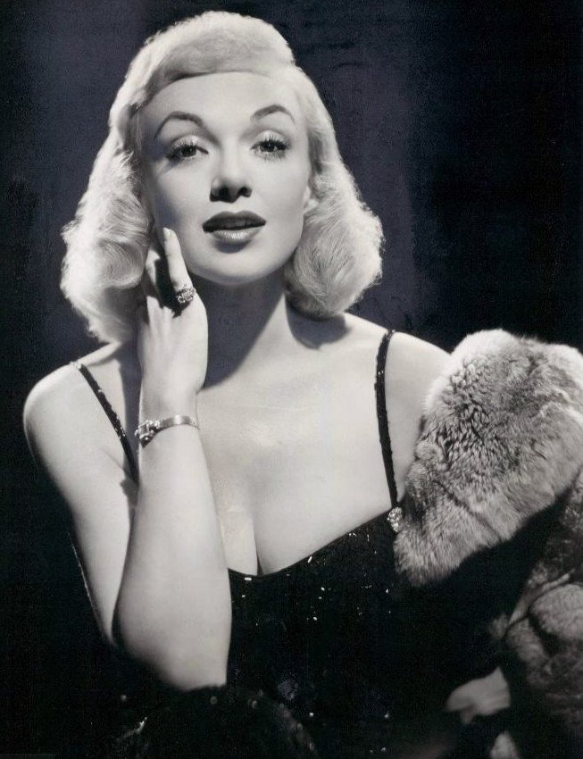 A publicity photo of Edie Adams. | Source: Wikimedia Commons