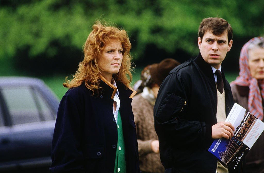 Prince Andrew and Sarah, Duchess of York watching cross country Carriage Driving on May 10, 1986 at the Royal Windsor Horse Show in Windsor, Berkshire | Photo: GettyImages