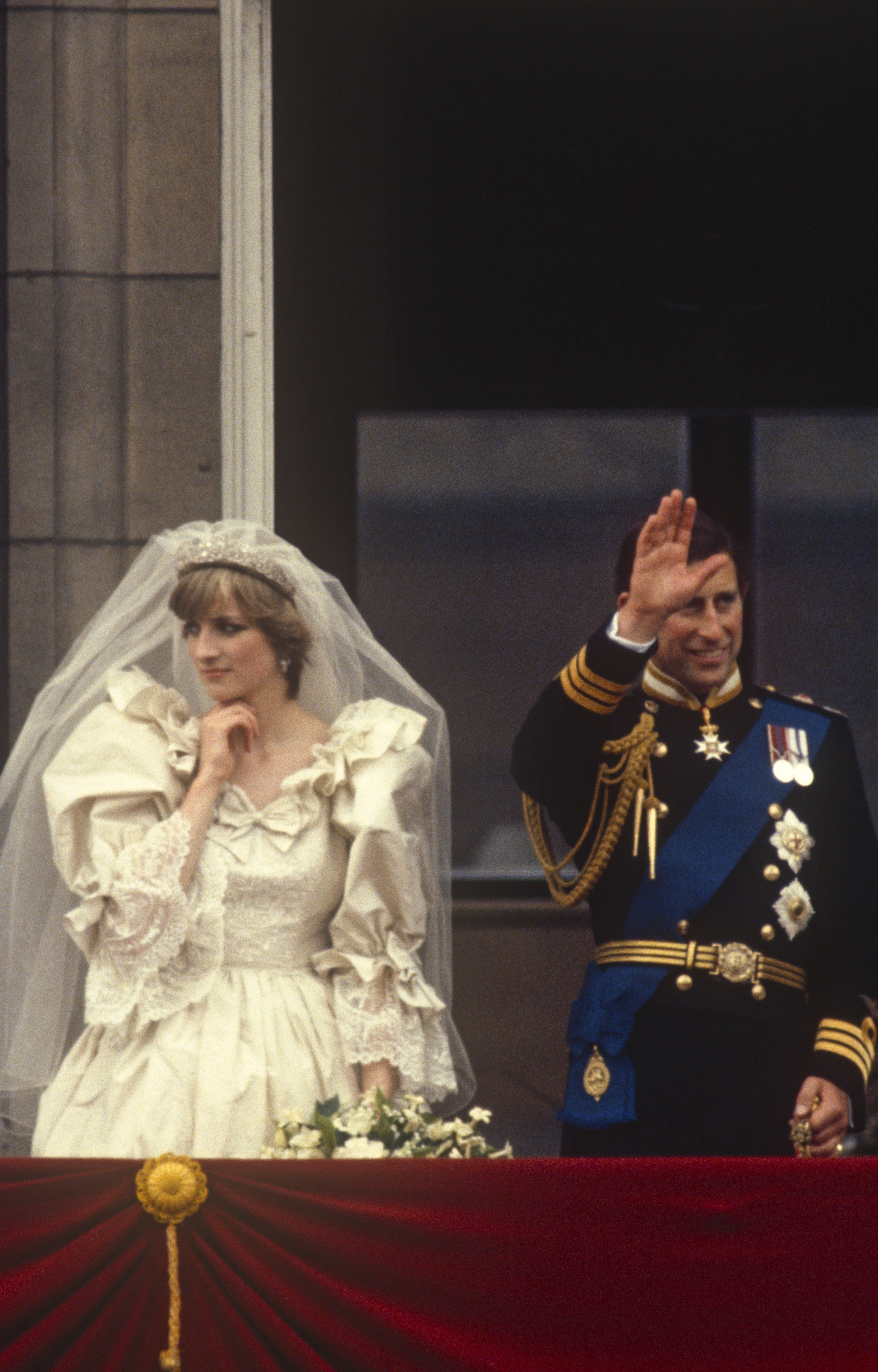Prince Charles,Prince of Wales and Diana, Princess of Wales pose on the balcony of Buckingham Palace on their wedding day, 29th July 1981 | Photo: GettyImages