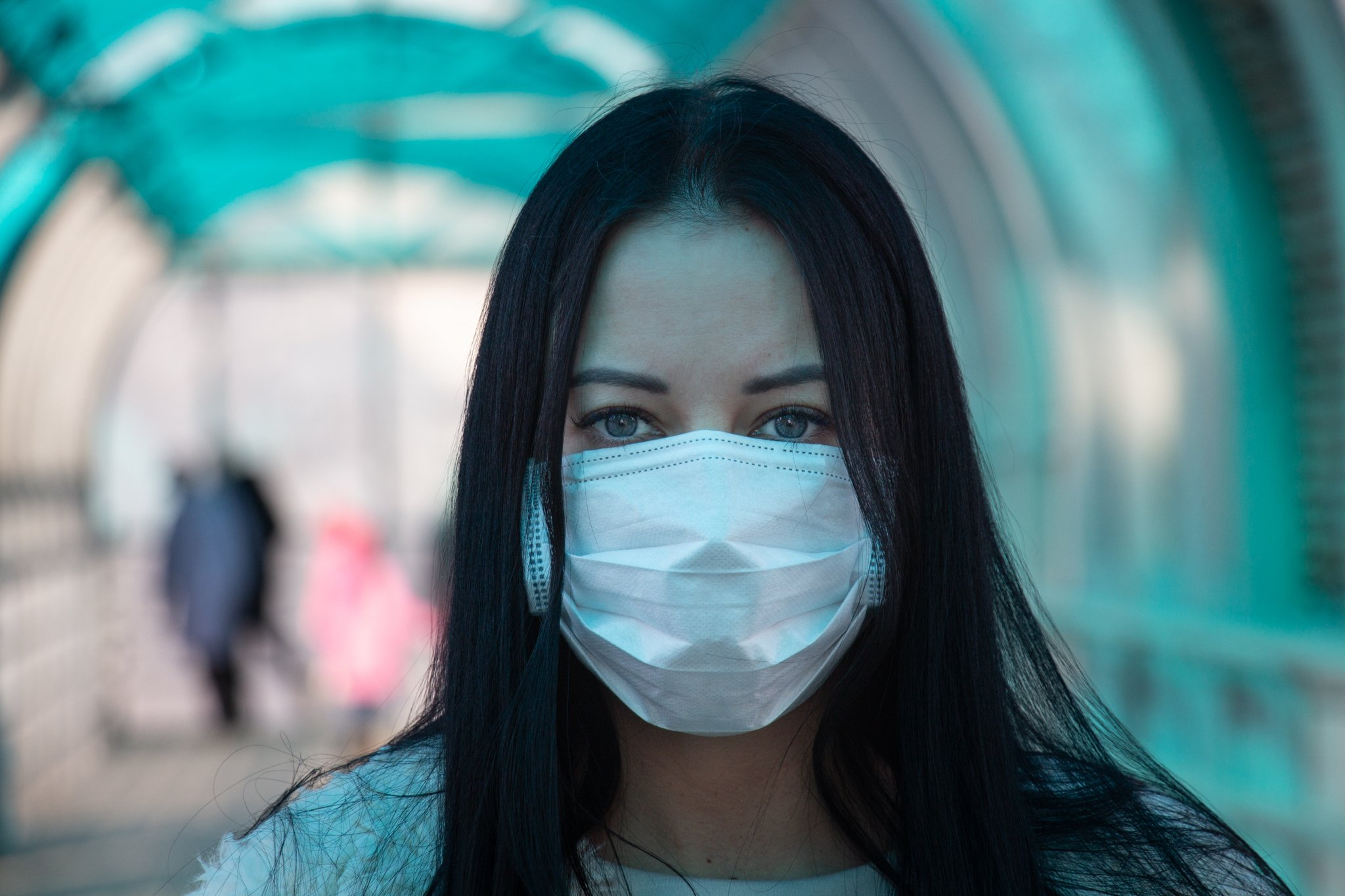 Woman in a medical mask on the street during the coronavirus epidemic in Russia on March 18, 2020   Photo: Wikimedia