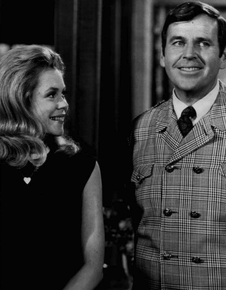 Elizabeth Montgomery and Paul Lynde from Bewitched, 1968. | Source: Wikimedia Commons