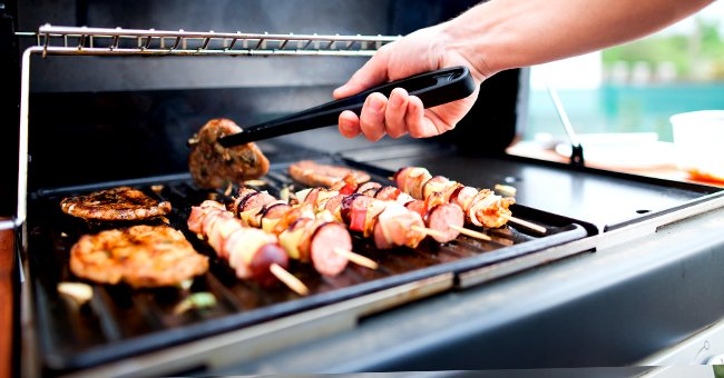 A photo of a man making an outdoor barbecue. | Photo: Shutterstock
