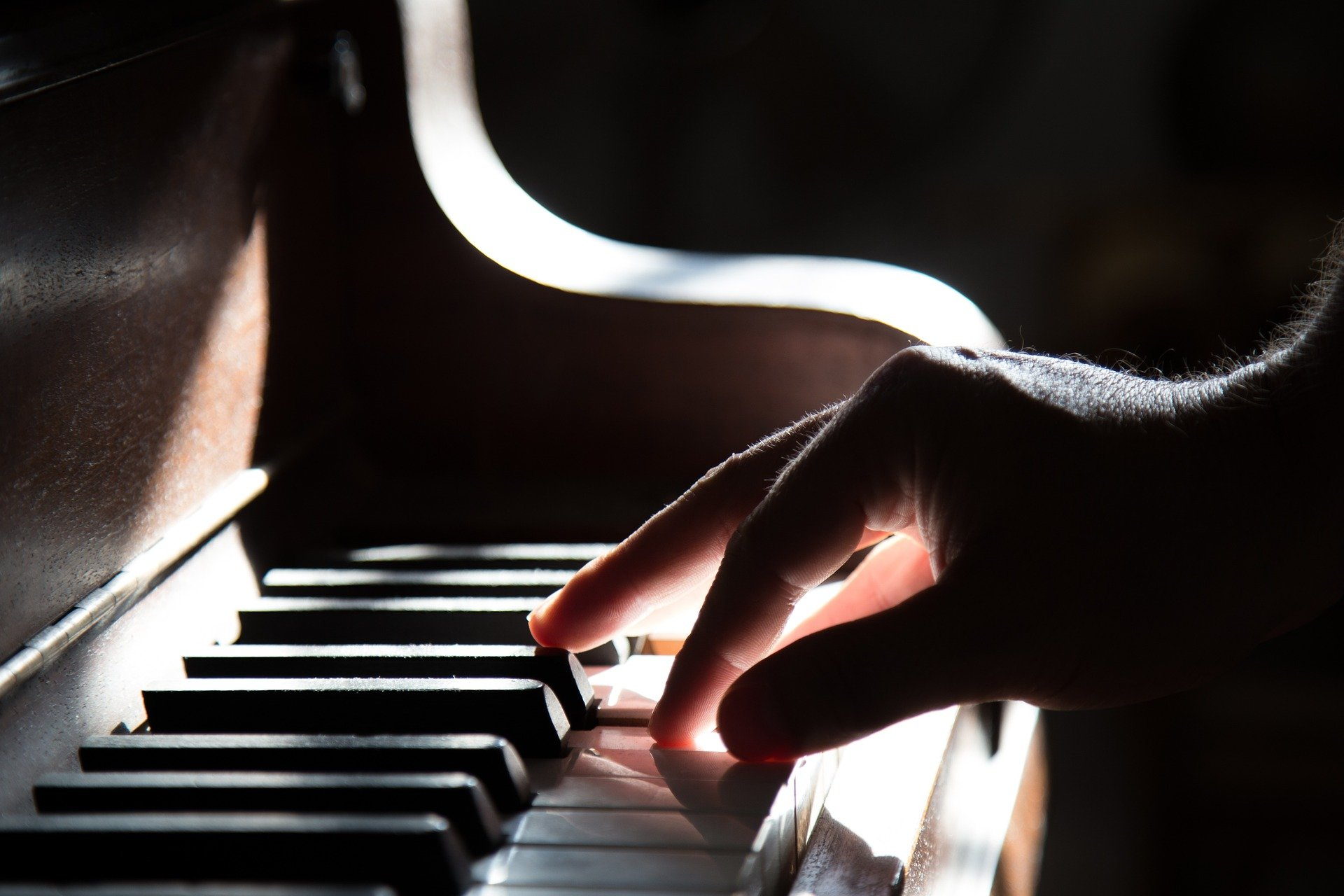 Why did the pianist stop playing the piano? | Photo: Pixabay/Free-Photos