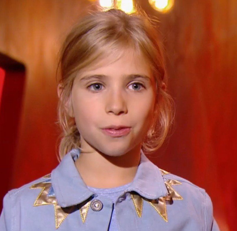 Julia avant de monter sur scène. l Source : TF1 Replay