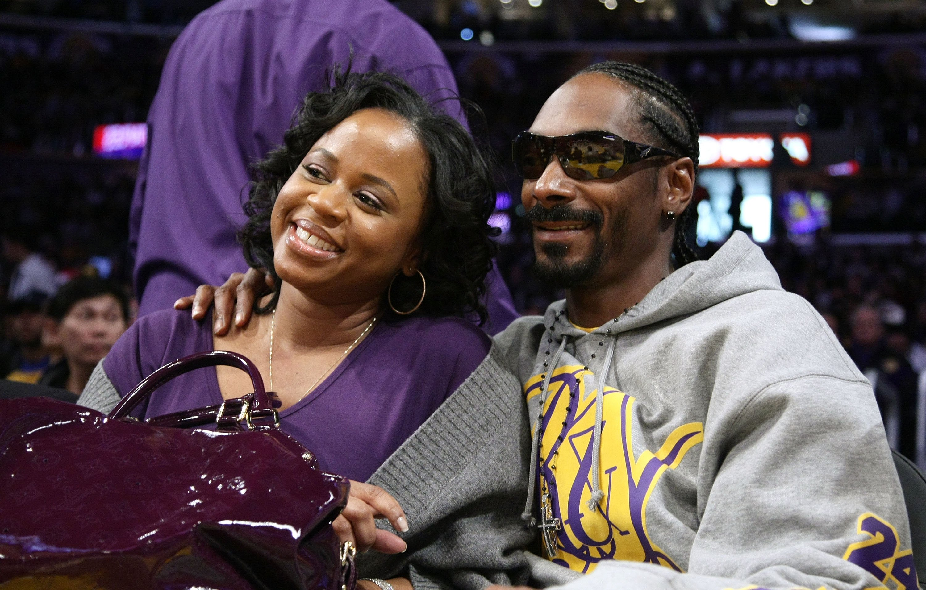 Snoop Dogg and Shante Broadus attend the Los Angeles Lakers vs Boston Celtics game on December 25, 2008   Photo: Getty Images