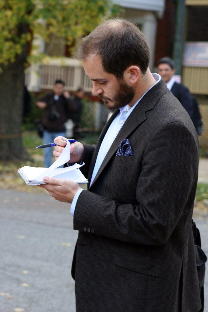 Periodista tomando notas. | Imagen: Flickr
