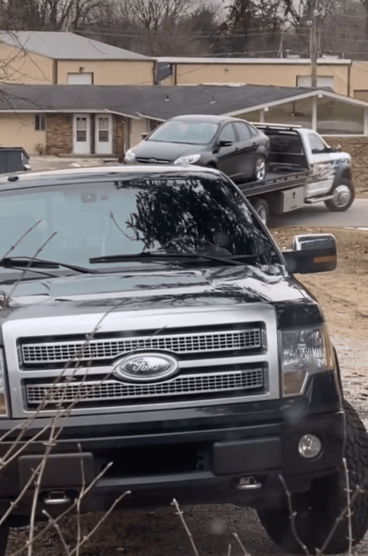 Woman who found out her boyfriend was cheating towed his car off of her property   Photo: TikTok/xbaileyhunter