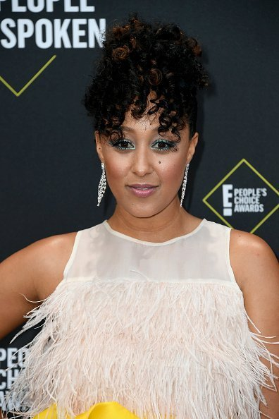 Tamera Mowry-Housley at the 2019 E! People's Choice Awards on November 10, 2019 | Photo: Getty Images