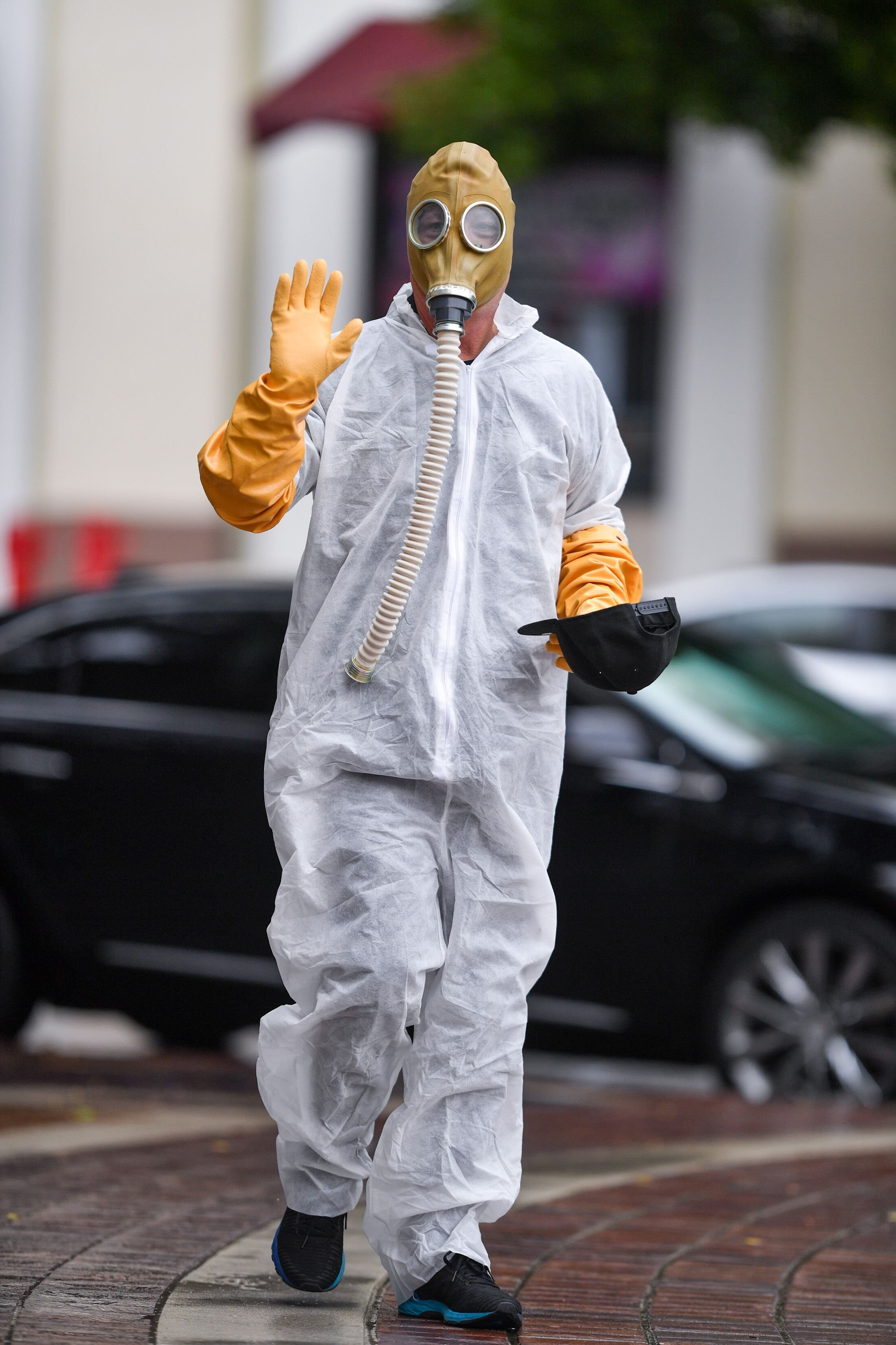 Howie Mandel wears a gas mask costume on March 10, 2020, in Los Angeles, California | Photo: PG/Bauer-Griffin/GC Images/Getty Images
