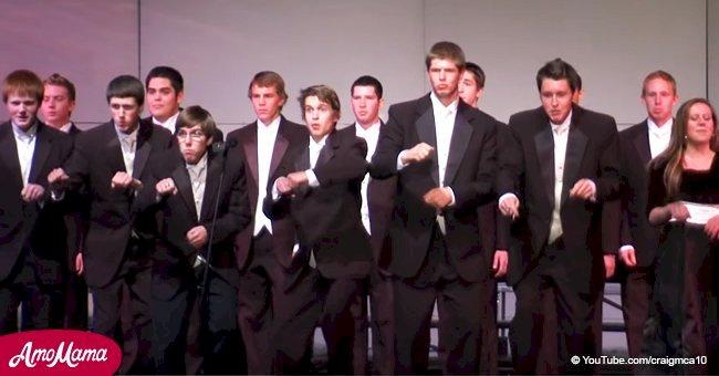 La chorale de l'école a présenté une performance amusante qui n'a laissé personne indifférent à l'auditorium