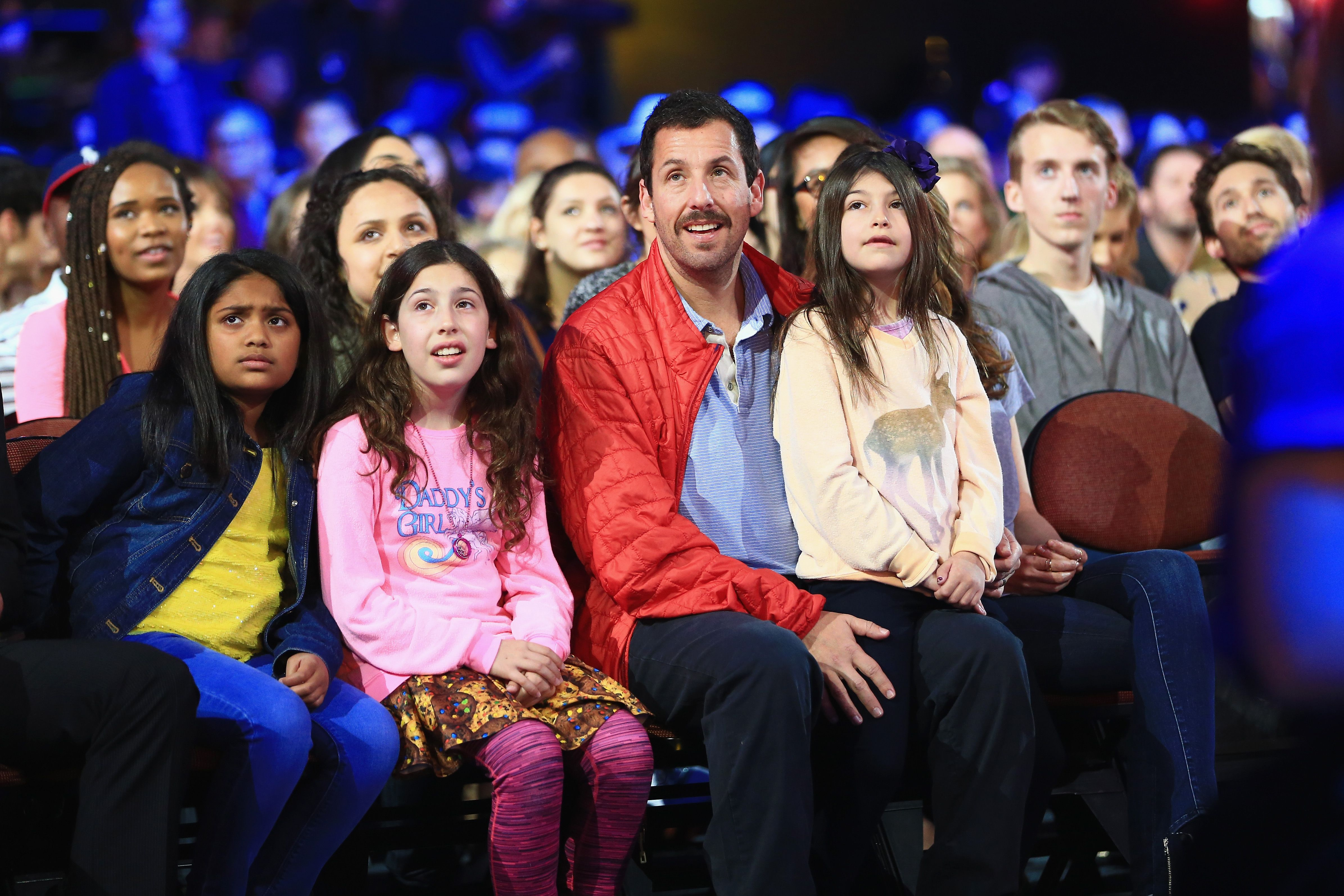 Adam Sandler, with daughters Sunny and Sadie Sandler at the Nickelodeon's 2016 Kids' Choice Awards in California | Source: Getty Images