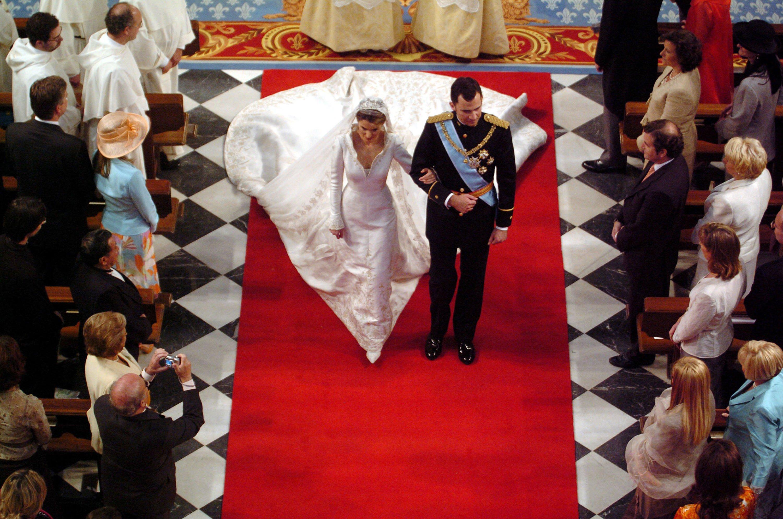 Felipe de Borbón y Letizia Ortiz en su boda en mayo de 2004 en Madrid || Fuente: Getty Images
