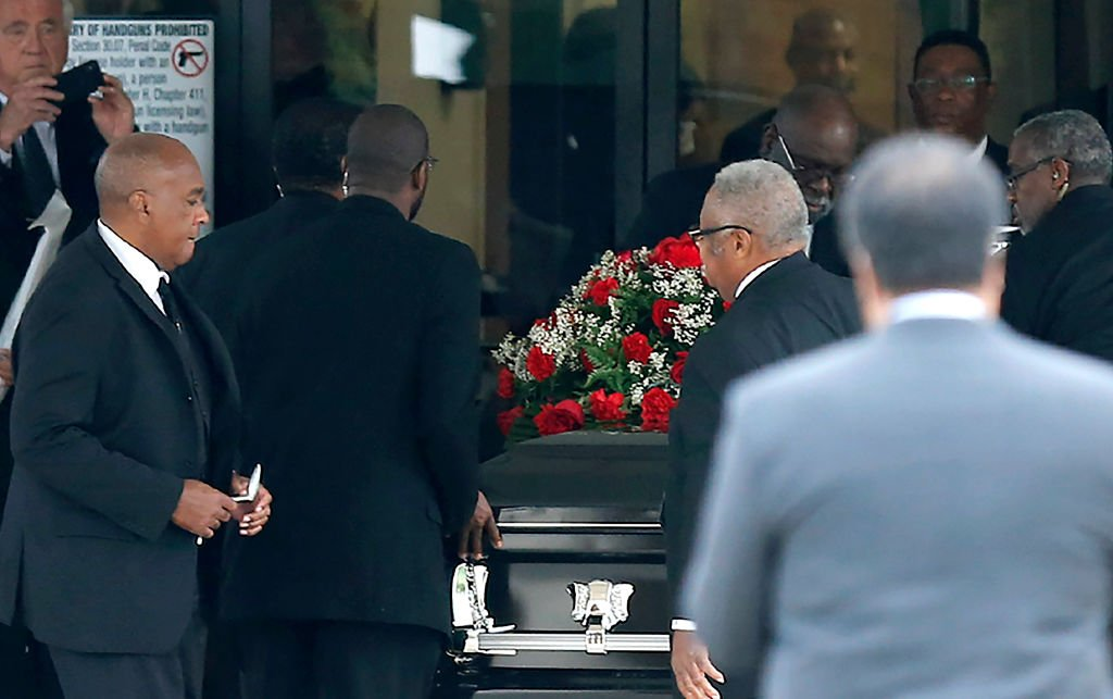 The casket carrying Botham Shem Jean arrives at Greenville Avenue Church of Christ | Photo: Getty Images