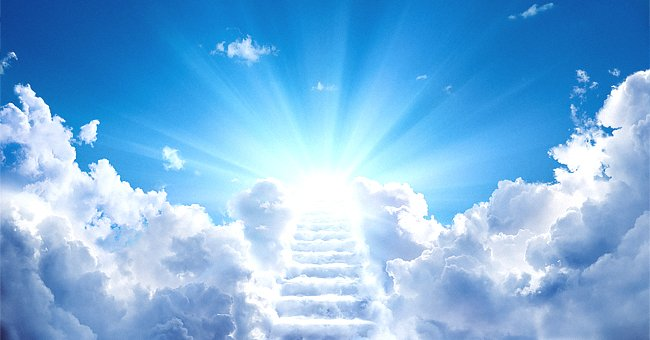 Daily Joke: An Elderly Couple Passed Away and Found Themselves at Heaven's Gates