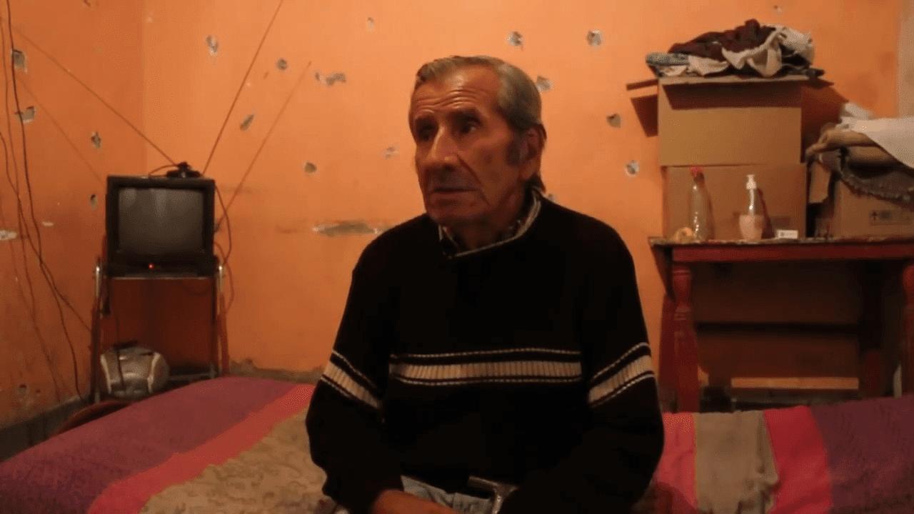 Jorge del Carmen Aguilera étant interviewé dans sa nouvelle chambre. | YouTube/Tiempo de San Juan