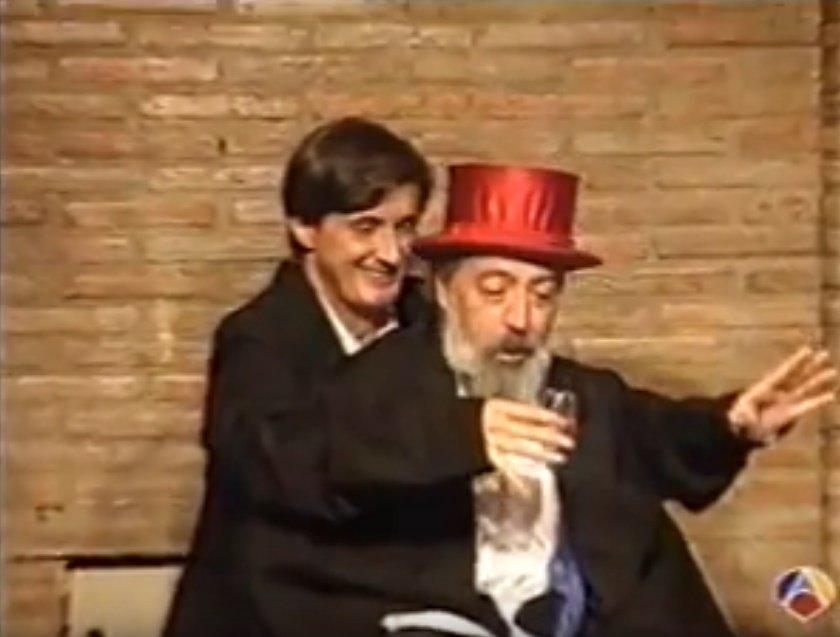 Pepe Carrol hace uno de sus trucos de magia con un participante. | Foto: ai.pictures Español