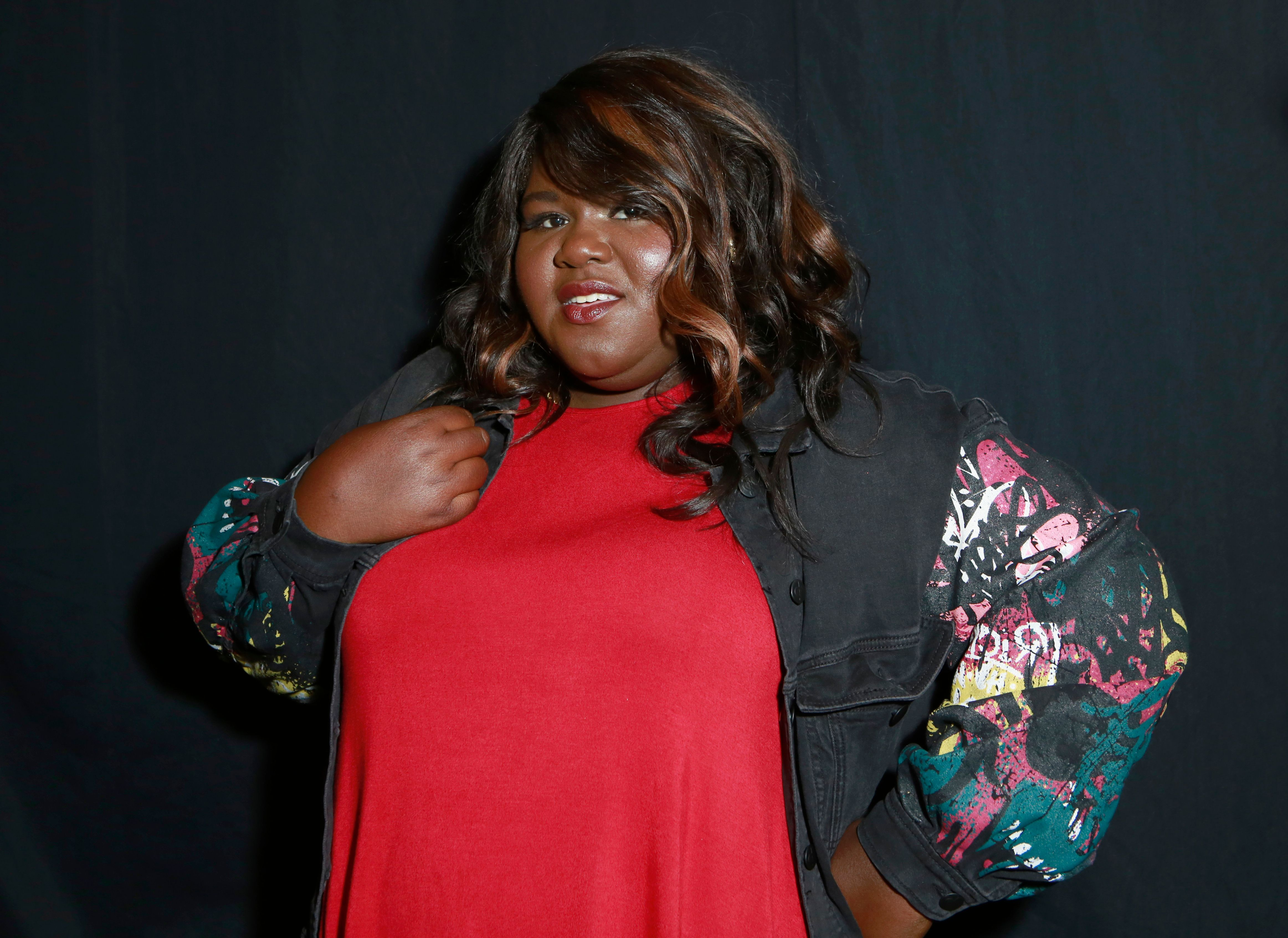 Gabourey Sidibe poses backstage for the ADDITION ELLE NYFW September 2017 Presentation | Photo: Getty Images