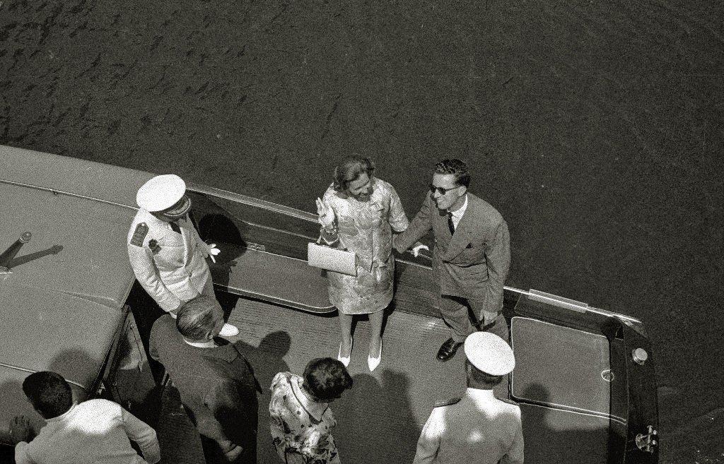 Los reyes Balduino y Fabiola llegando al muelle San Sebastián. | Imagen tomada de: Wikimedia Commons