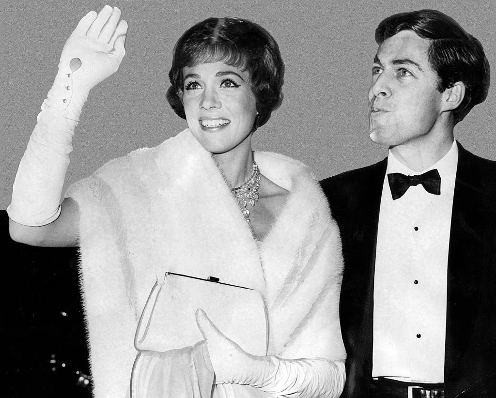 Julie Andrews with husband, Tony Walton at the 37th Oscar fete in 1965 | Photo: Getty Images