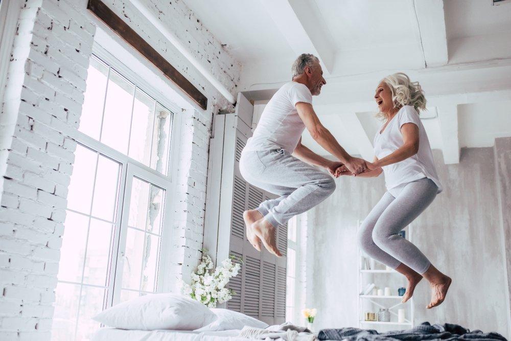 Un coupe de personnes âgées. l Source: Shutterstock