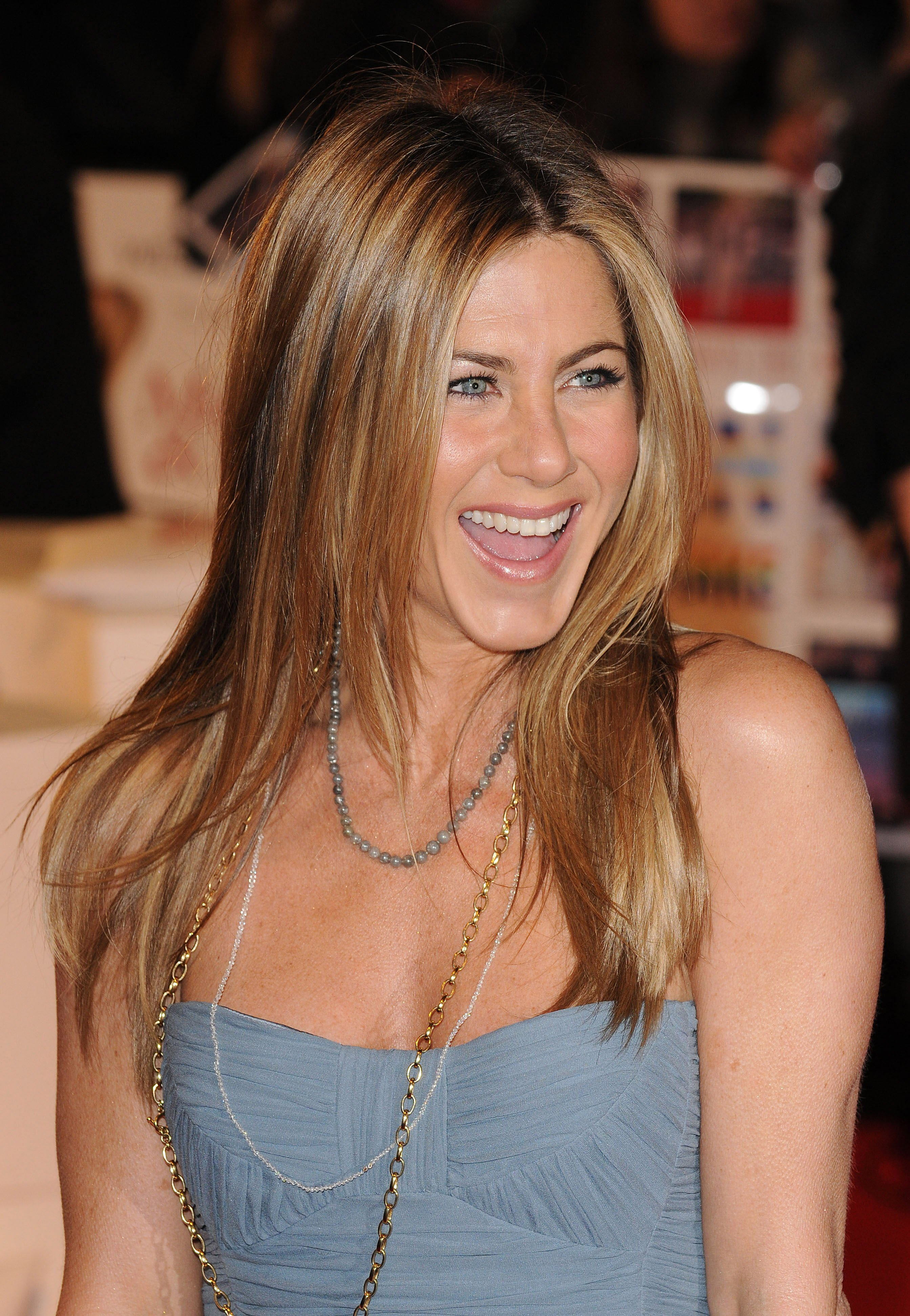 "Jennifer Aniston attends the premiere of ""Marley & Me"" in London, England on March 2, 2009 