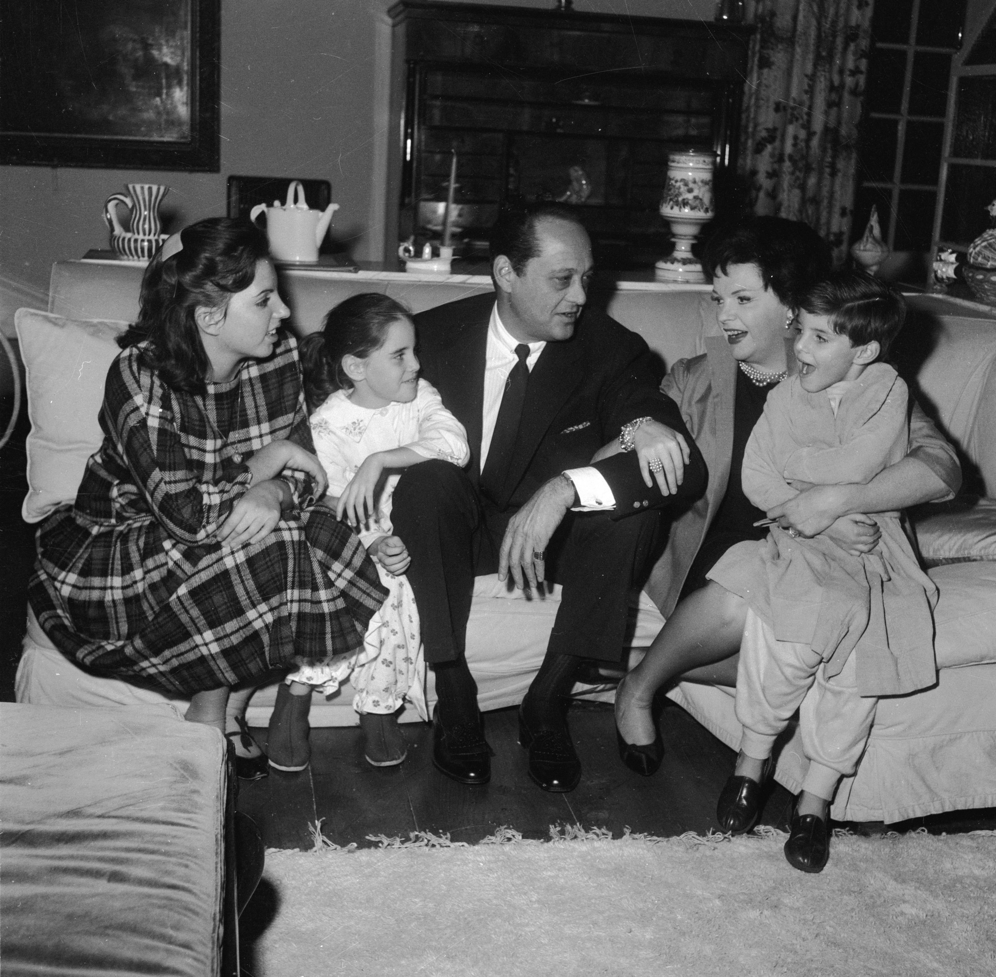 Judy Garland (1922 - 1969) with her husband, film producer, Sid Luft and their children, Liza, Lorna, and Joe, at their home. | Source: Getty Images