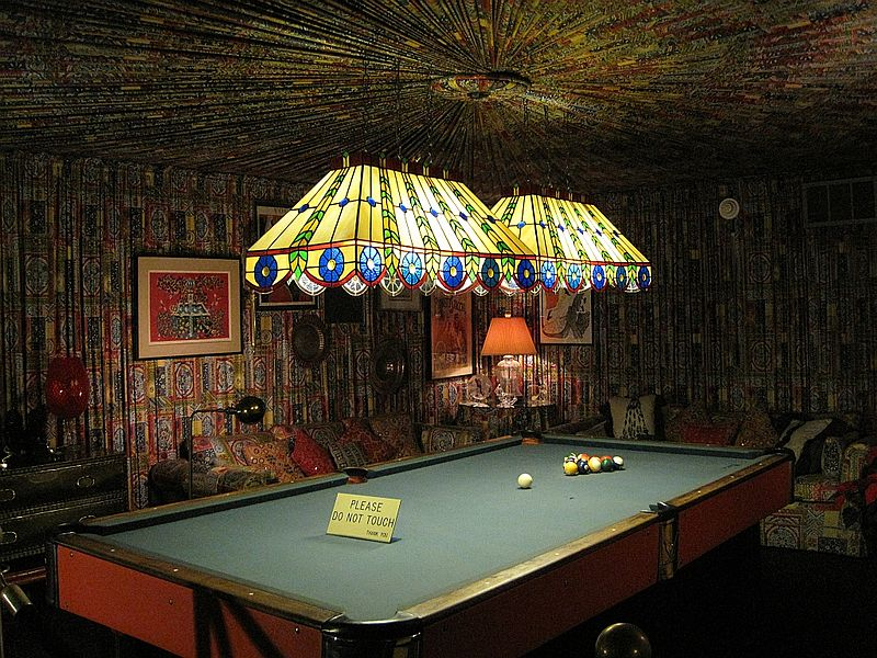 Elvis Presley's pool table in Graceland Mansion, Memphis Tennessee | Source: Wikimedia