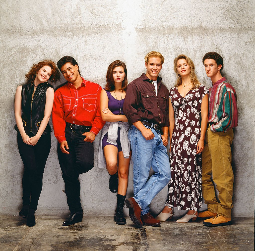 Kiersten Warren as Alex Tabor, Mario Lopez as A.C. Slater, Tiffani Thiessen as Kelly Kapowski, Mark-Paul Gosselaar as Zack Morris, Anne Tremko as Leslie Burke, Dustin Diamond as Screech Powers | Photo: Getty Images