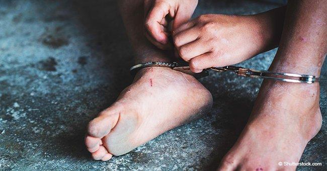Policía rescató a niño de 6 años encadenado y encerrado en una habitación de madera