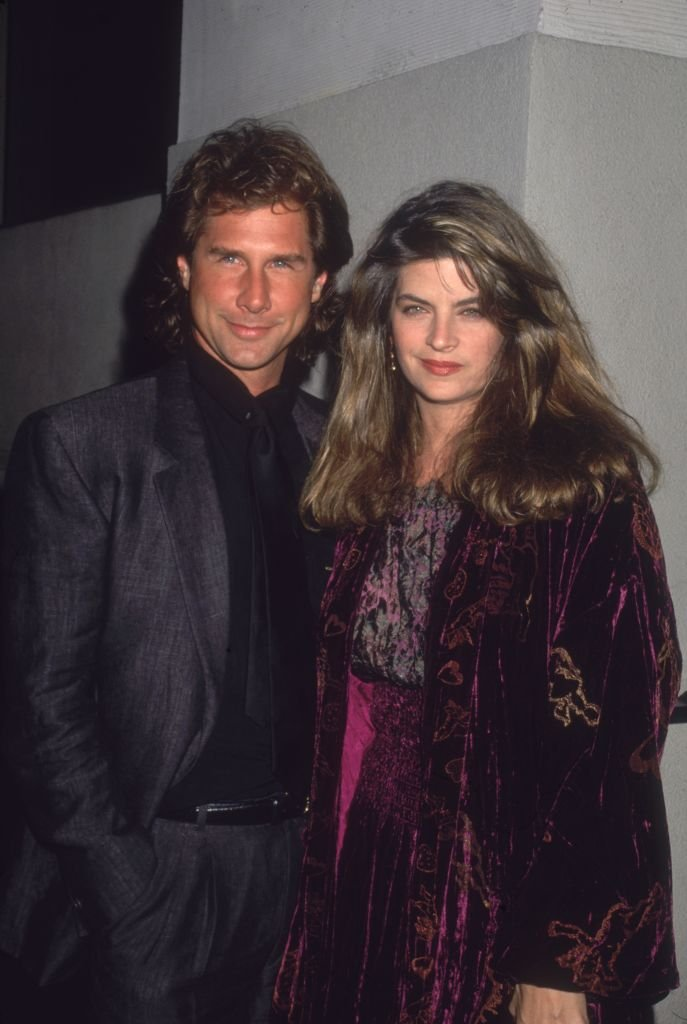 Kirstie Alley and Parker Stevenson stand next to each other and smile circa 1994 | Photo: GettyImages